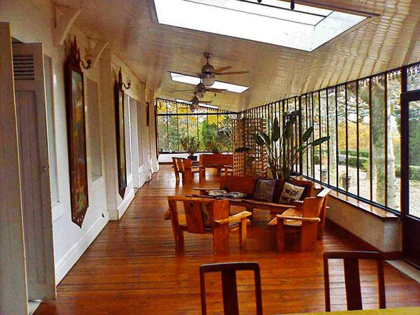 domaine de larb ou galerie chateau veranda. Black Bedroom Furniture Sets. Home Design Ideas